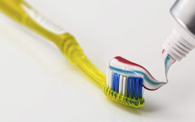 Gingivitis y periodontitis, qué son y cómo tratarlas.
